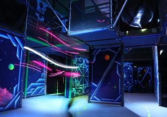 Dockx Berlin Indoorspielplatz Lasertag Schwarzlicht
