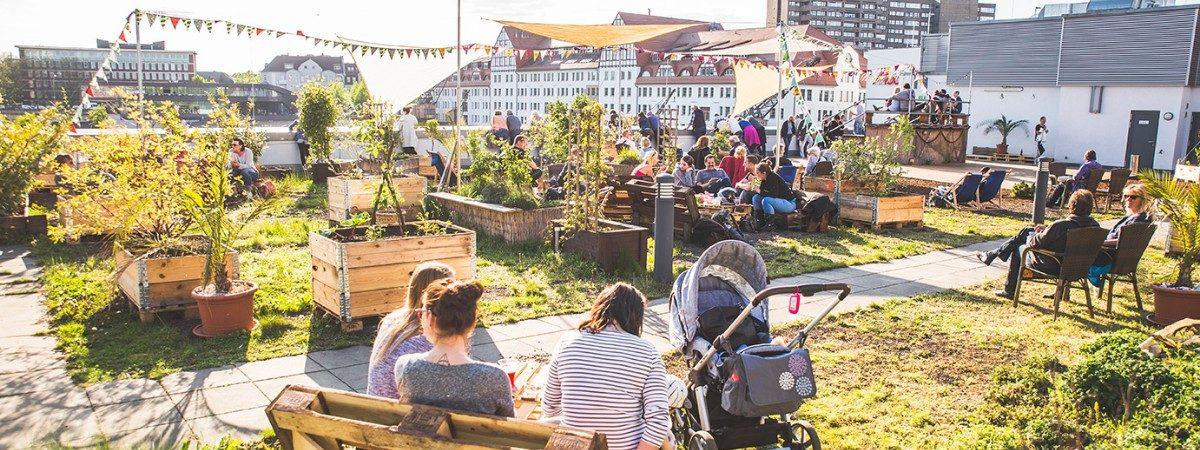 Sommerbar auf der Dockx Dachterasse in Berlin